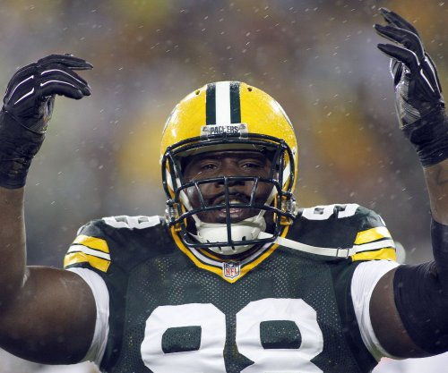 Green Bay Packers DT Letroy Guion suffers knee injury