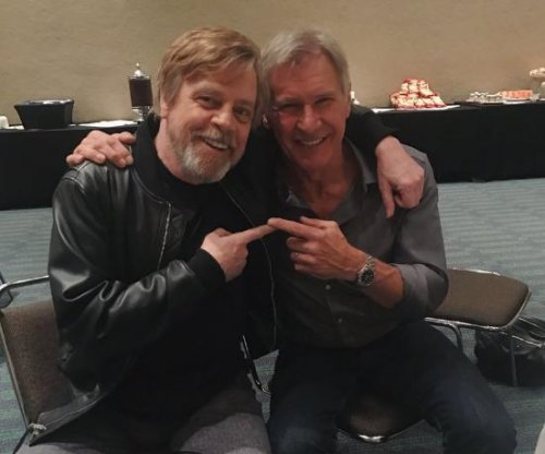 Mark Hamill, Harrison Ford smile together in new photo
