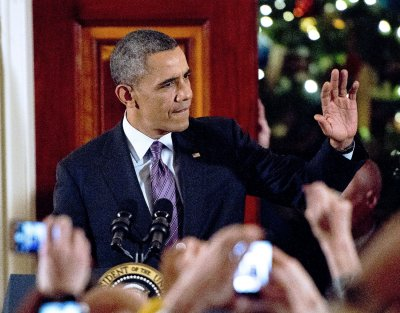 Obama offers gratitude to Nelson Mandela at White House tree lighting