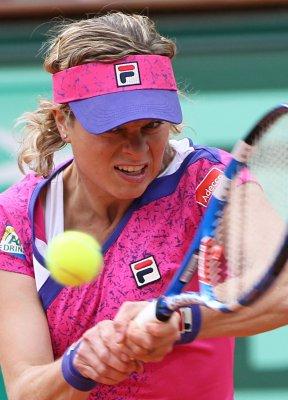 Women's favorites roll in Australian Open
