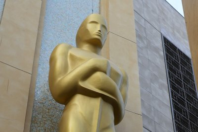 Artist: Sculpture of Oscar on cocaine spotlights showbiz drug culture