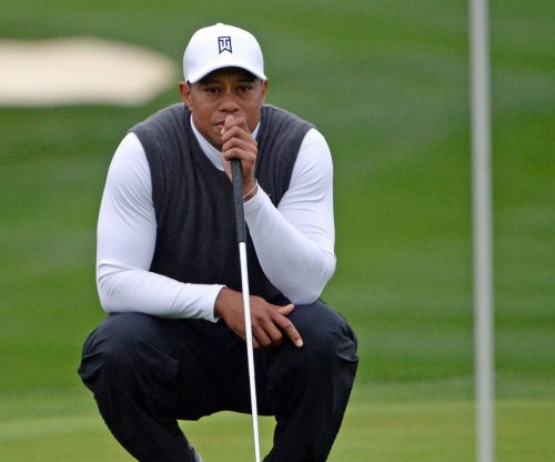 Tiger Woods struggles badly at TPC Scottsdale