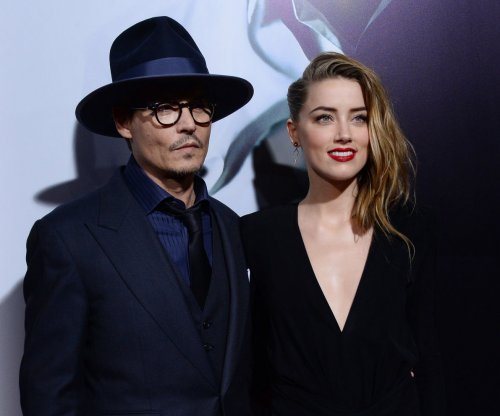 Amber Heard charged for smuggling pet dogs into Australia