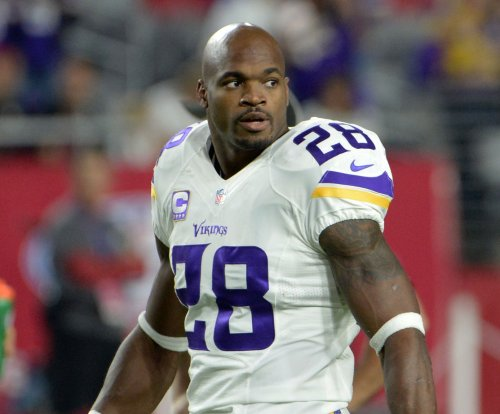 Watch: Houston reporter unknowingly interviews Adrian Peterson