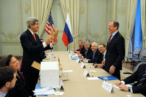 Secretary Kerry gifts large Idaho potatoes to Russian foreign minister, elicits chuckle