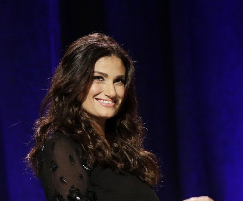 Don't say Idina Menzel dyed her hair blonde because of Elsa, she finds it 'insulting'