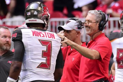 Buccaneers switch back to Jameis Winston as starting quarterback