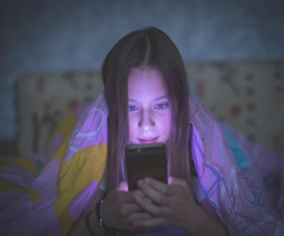 Blue light from screens could speed aging, study suggests