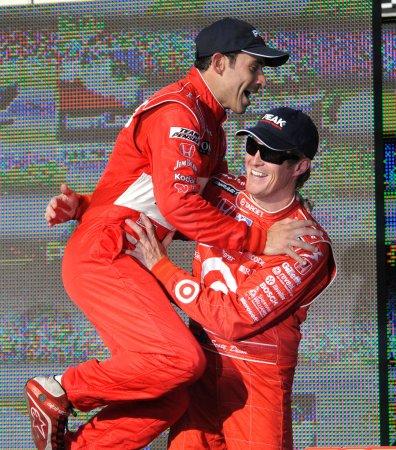 Castroneves wins race; Dixon wins title