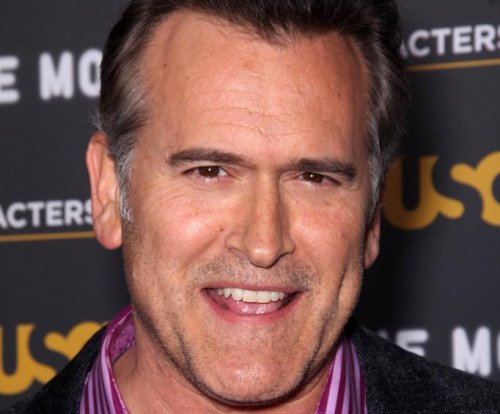 Actor Bruce Campbell corrects phony Trump supporter photo
