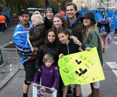 Drew Barrymore supports ex-husband Will Kopelman at marathon