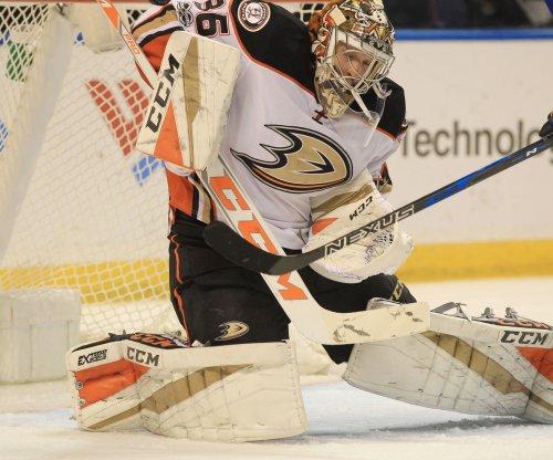 Anaheim Ducks dump Vancouver Canucks, seal playoff spot