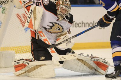 Anaheim Ducks dump Vancouver Canucks, seal playoff spot