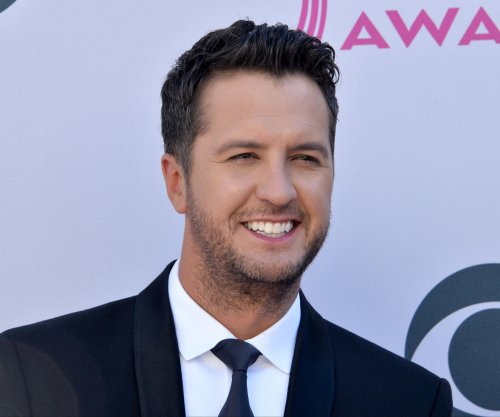 Luke Bryan breaks no touching rule for 88-year-old terminally ill fan