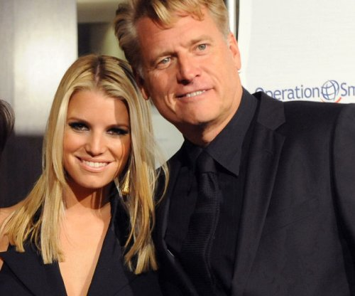 Jessica Simpson, dad in legal fight over fashion company deal