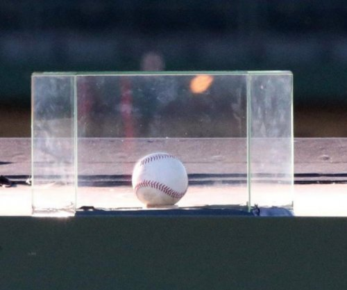 Chicago Cubs remove historic homer display