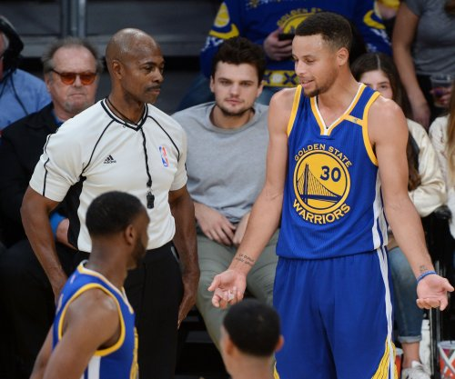 Watch: Dell Curry shows son Steph how to shoot 3-pointers