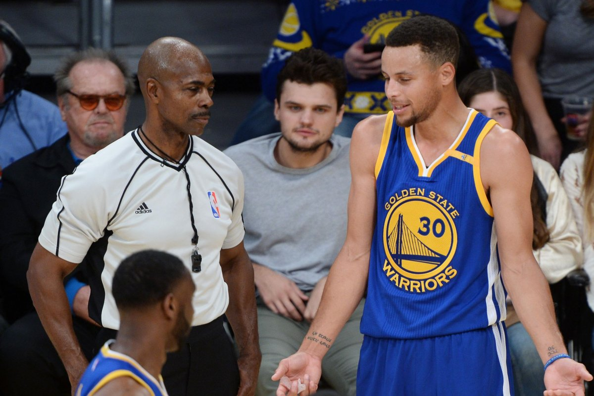 Watch Dell Curry shows son Steph how to shoot 3 pointers UPI