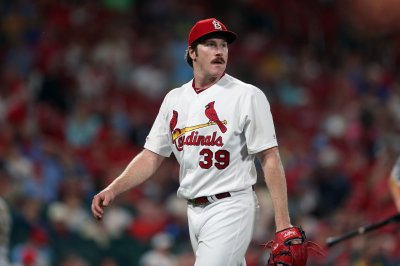 Miles Mikolas spins gem, leads Cardinals over Pirates