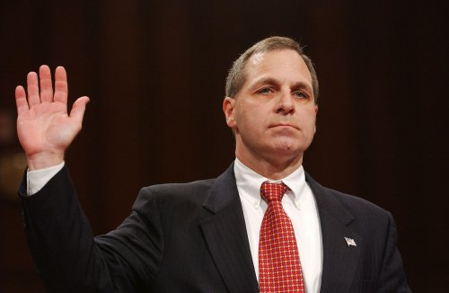 Former FBI director Louis Freeh injured in car accident