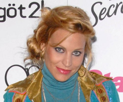 'Top Model' alum Lisa D'Amato gives birth on Facebook Live