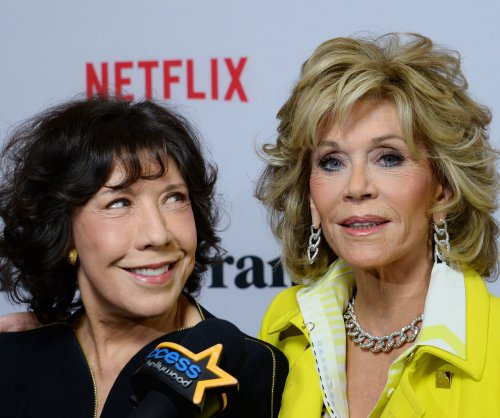 Jane Fonda, Lily Tomlin pitch vibrators in 'Grace and Frankie' Season 3 trailer