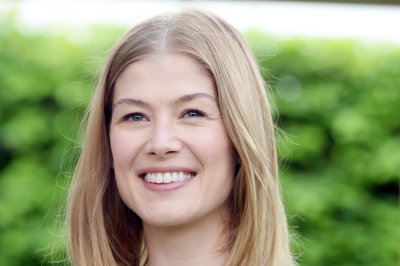 Rosamund Pike to play war reporter Marie Colvin in new film