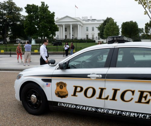 Police: Man arrested near White House had carload of weapons