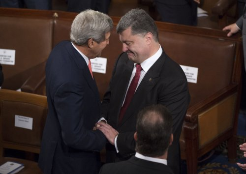 John Kerry talks peace process with Ukraine's president