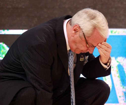 Roy Williams, North Carolina Tar Heels basketball coach, collapses during game