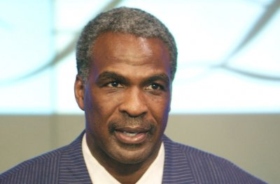 New York Knicks ban Charles Oakley, roll up MSG welcome mat