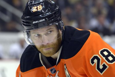 Flyers take on Red Wings after Hakstol firing