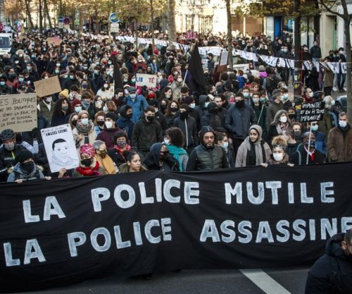 Thousands protest French law restricting rights to film, photograph police
