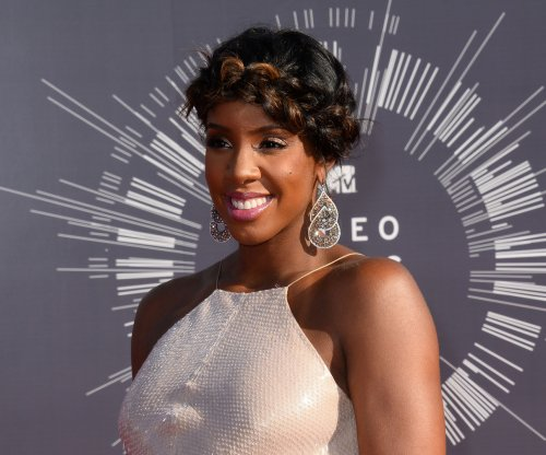 Watch: Kelly Rowland, Michelle Williams reunite to serenade toddler