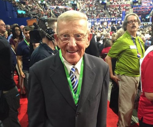 Lou Holtz caught carrying Crown Royal bottle at RNC