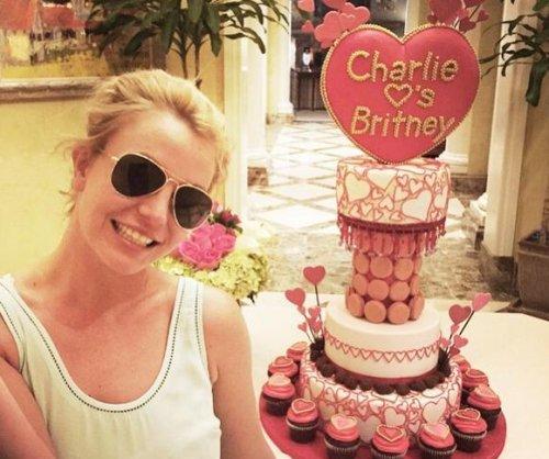 Britney Spears loses cake war to boyfriend Charlie Ebersol