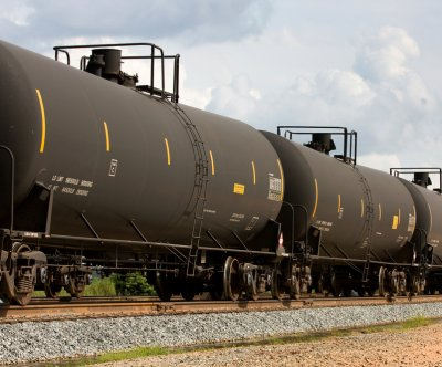 Rail will temporarily fill Keystone XL vacuum