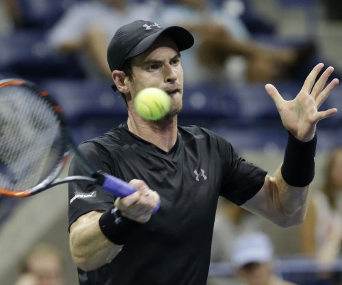 No. 2 seed Andy Murray breezes into third round