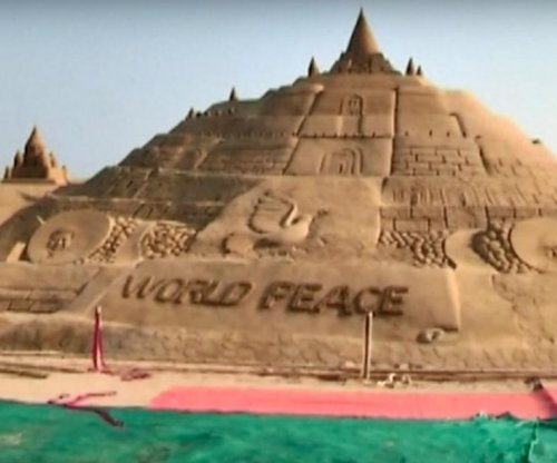 Indian artist builds world's largest sand castle