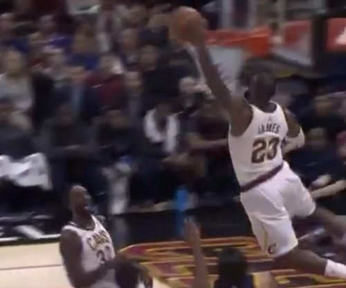 LeBron James completes ridiculous hand-switch alley-oop