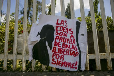 Nicaragua police free students jailed amid violent protests