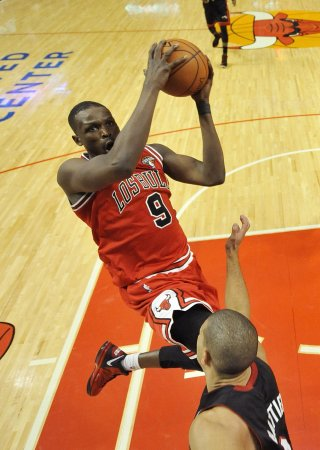 NBA: Chicago 101, Miami 97