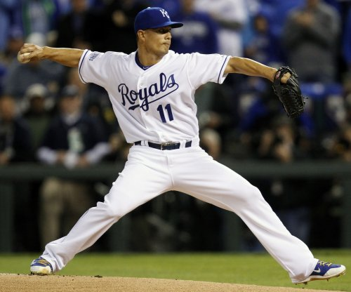 Texas Rangers sign RHP Jeremy Guthrie to minor league deal