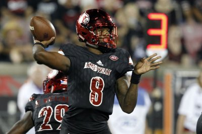 Louisville QB Lamar Jackson opts for arm over speed at Pro Day