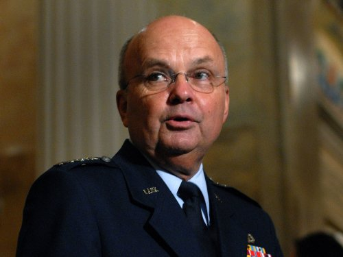 Former NSA director's train conversation live-tweeted