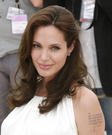 Jolie, not Cruise, to star in 'Salt'