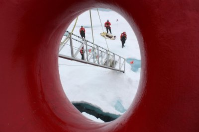 Gazprom Neft readies arctic oil shipments