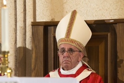 Pope Francis has no comment yet on latest anti-Islamic State airstrikes