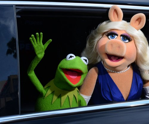 Kermit the Frog and Miss Piggy reunite on 'Jimmy Kimmel Live'