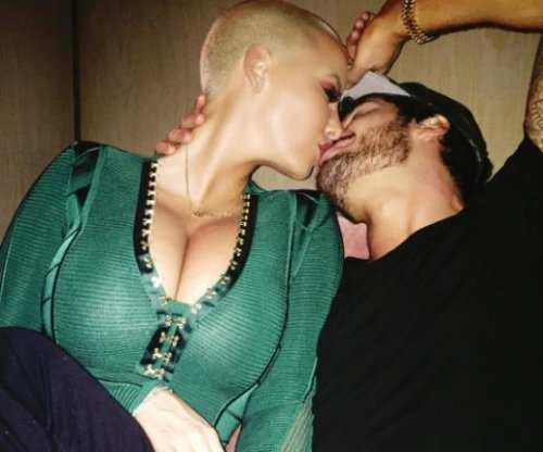 Amber Rose, Val Chmerkovskiy kiss in steamy new photo
